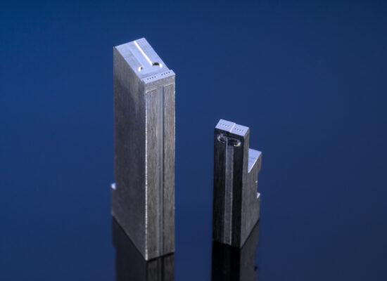 光通信コネクタ用金型 - 1